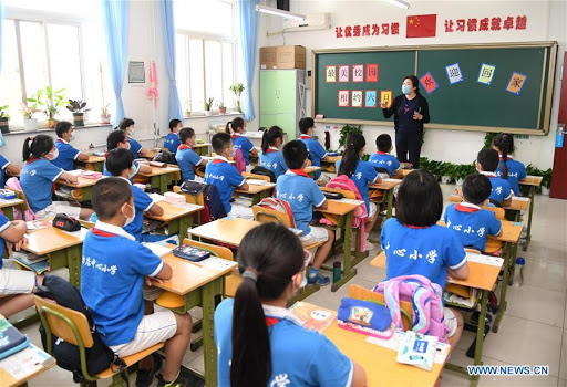CHINESE-STUDENTS-IN-A-CLASSROOM